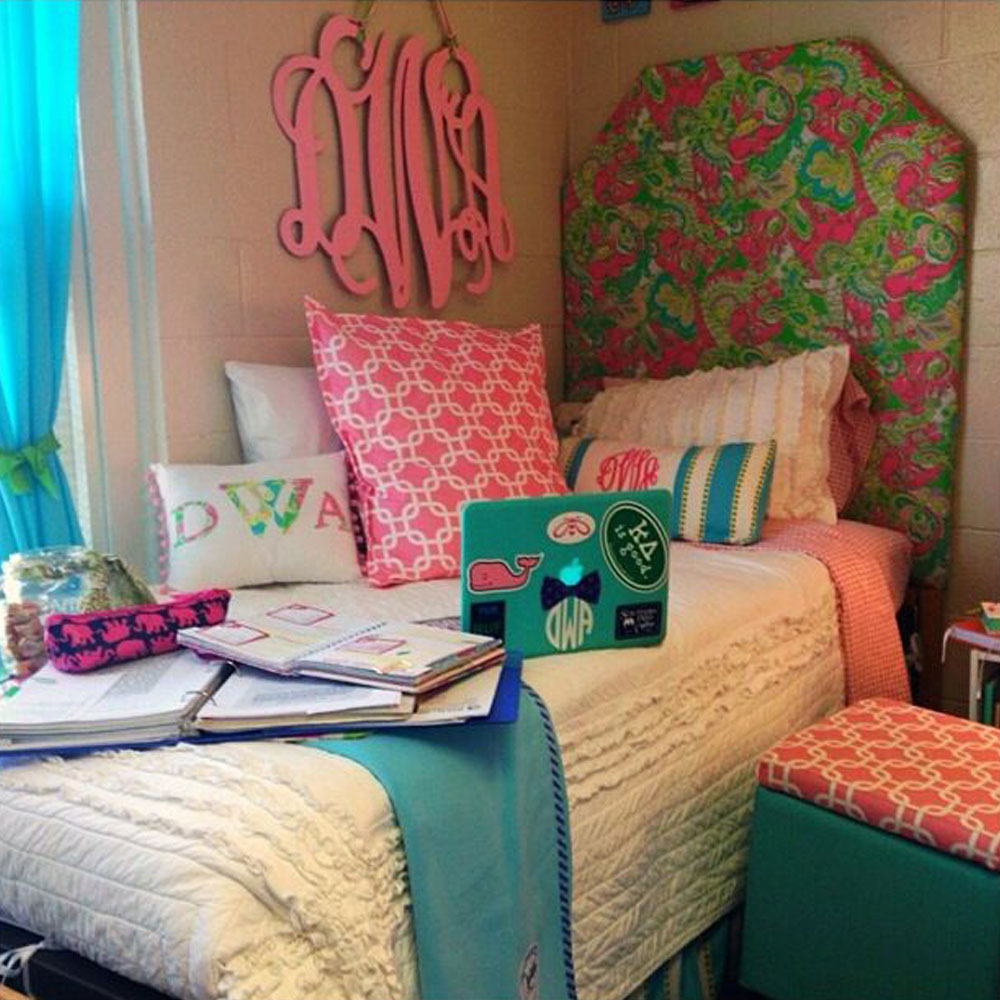 20 Dorm Room Decor Ideas  Dorm Room Decorations ~ 170222_Trendy Dorm Room Ideas