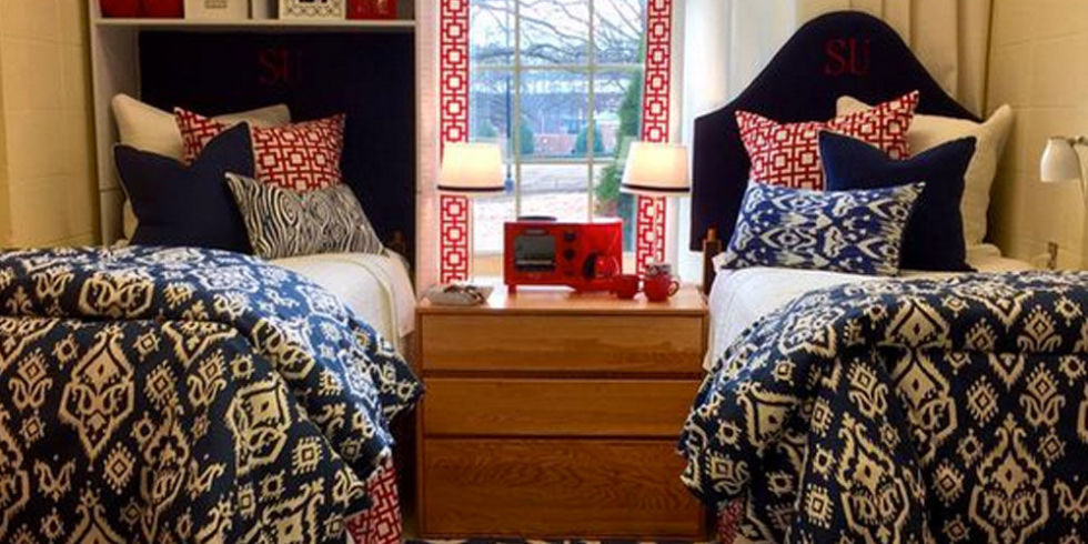 20 dorm rooms so stylish you 39 ll wish they were yours for Dorm room decor quiz