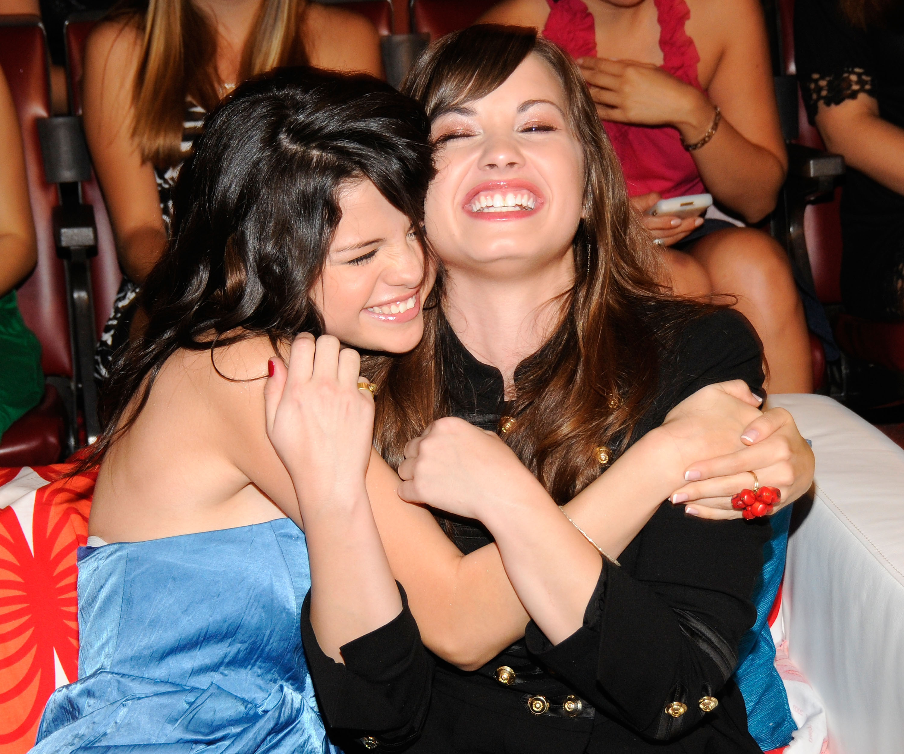 Demi Lovato Returns Selena Gomez's Twitter Love in the ...