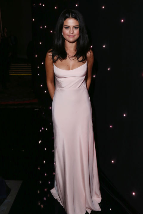 Selena looks so pretty in a soft bubblegum pink gown at the 2015 Hollywood Film Awards.