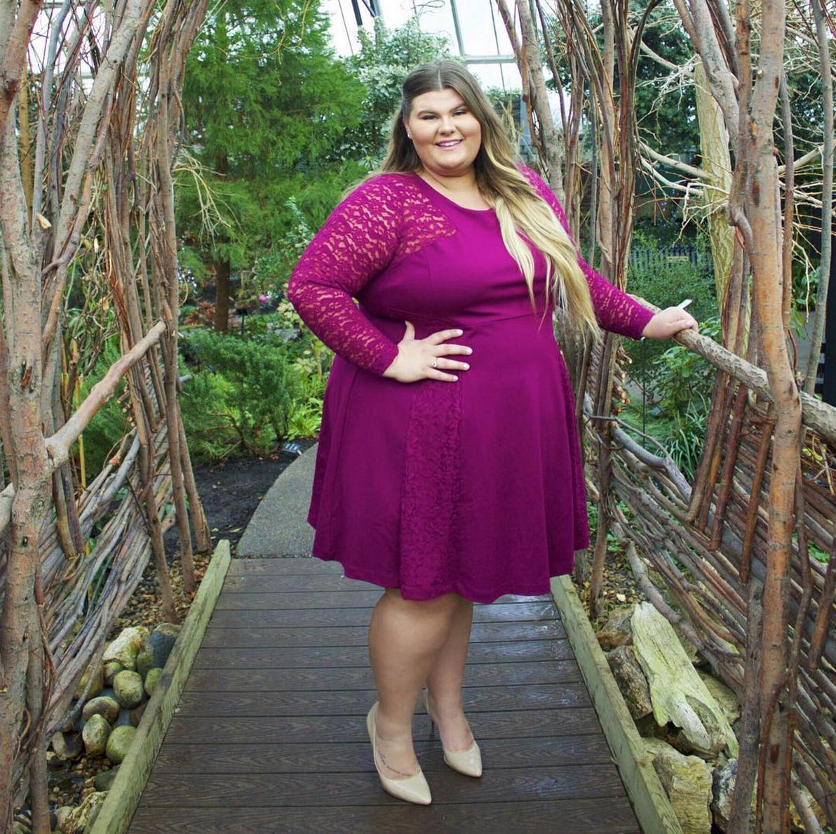Платье на жирной