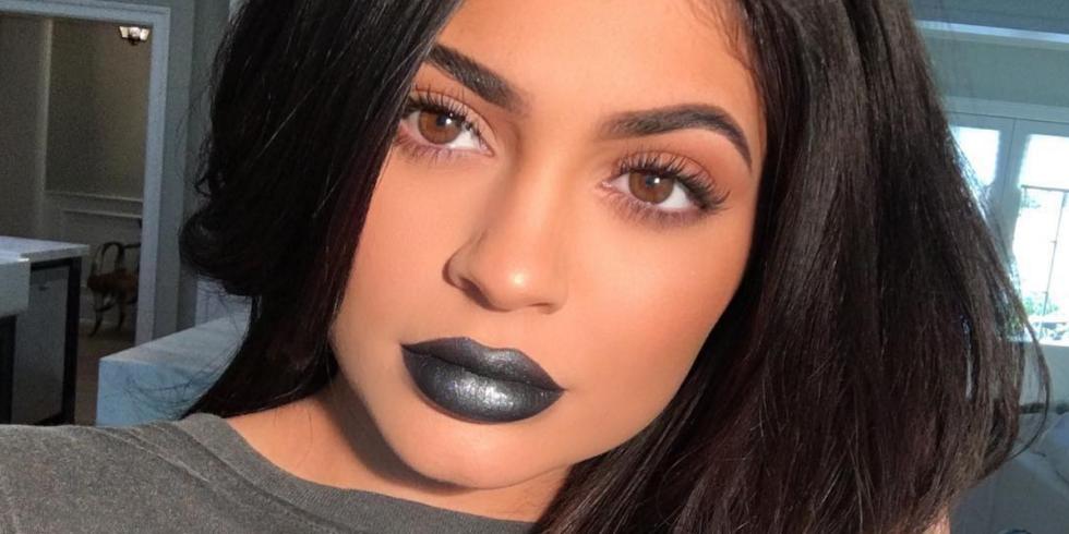 Αποτέλεσμα εικόνας για grey lips Kylie Jenner