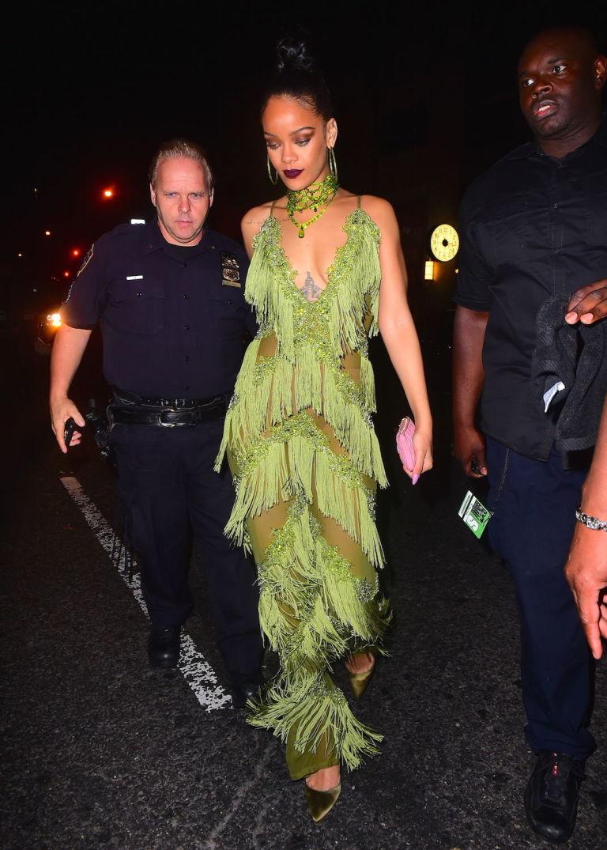 Rihanna fue copiada por hermana Kardashian y podría llevarla a la corte. Todo por ponerse un entero