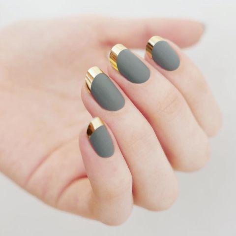 Если вы хотите более высокую контрастность, применять хром для ногтей лента для ваших советов, а не польский.Дизайн @mpnails