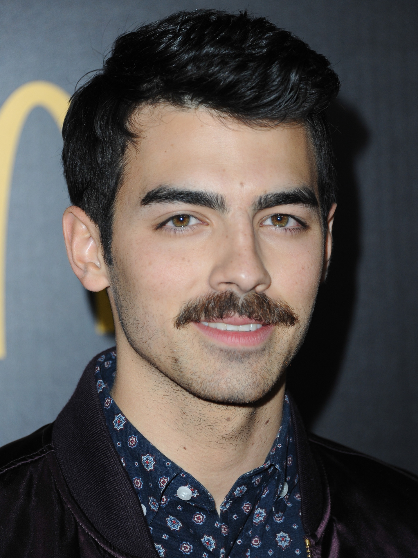 Joe Jonas Mustache Pictures - Guy Celebrities With Mustaches Brad Pitt