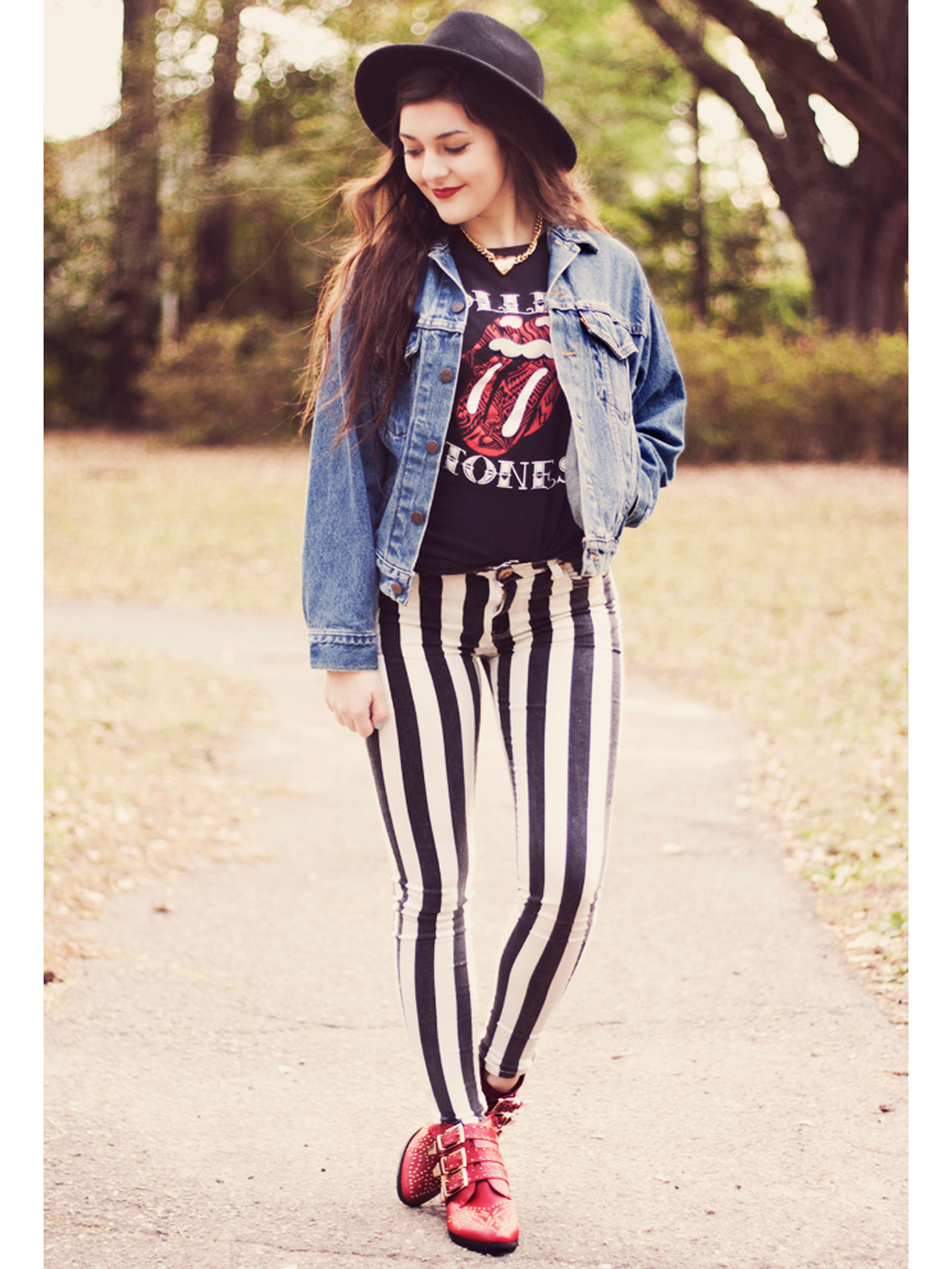 How To Wear Graphic Tee Shirts