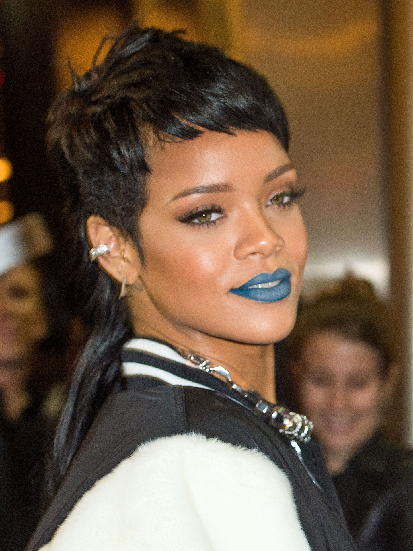 Rihanna blue lipstick rihanna ss14 river island collection - Coupe courte femme black ...