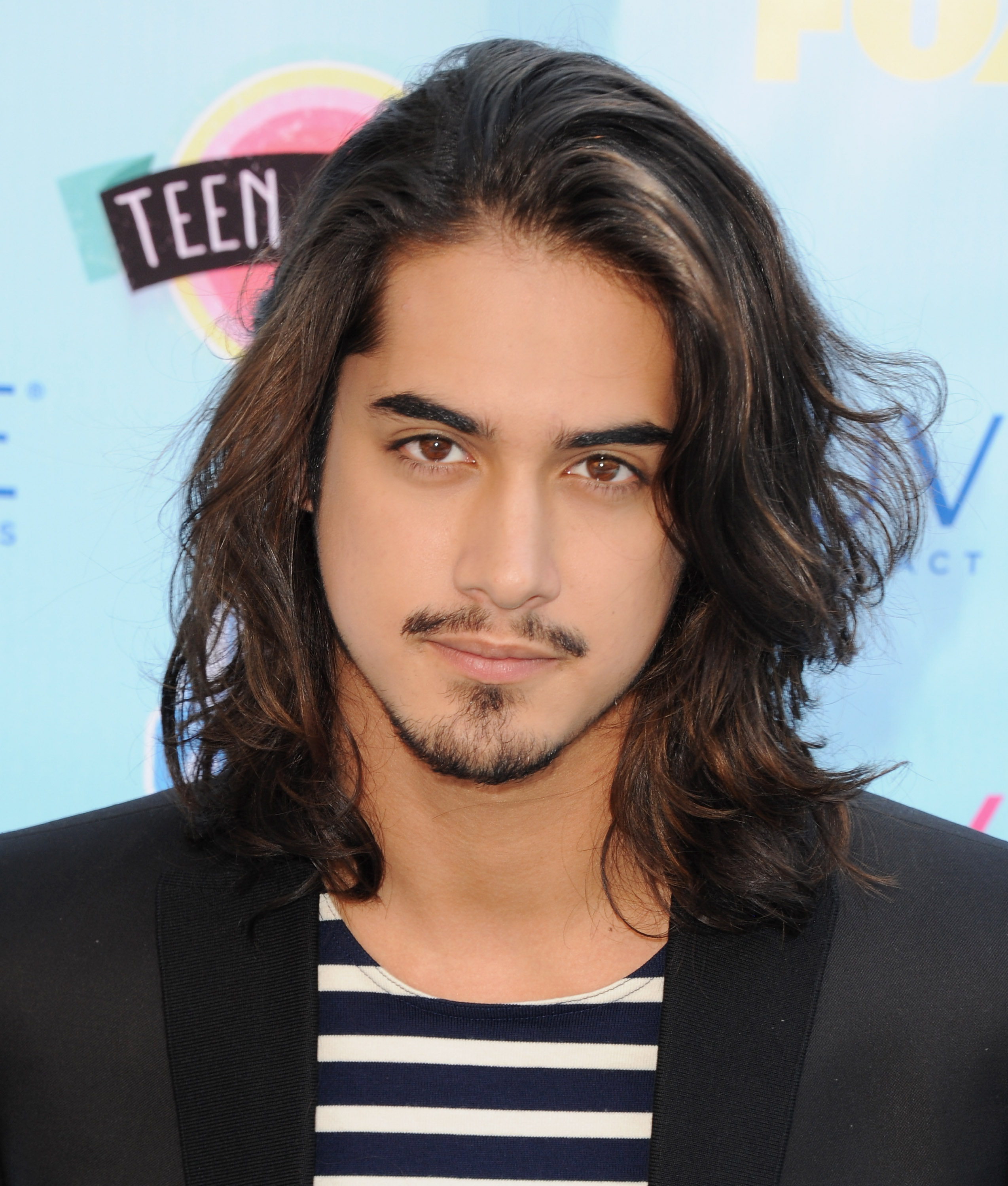 avan jogia amp his gorgeous locks are returning to tv
