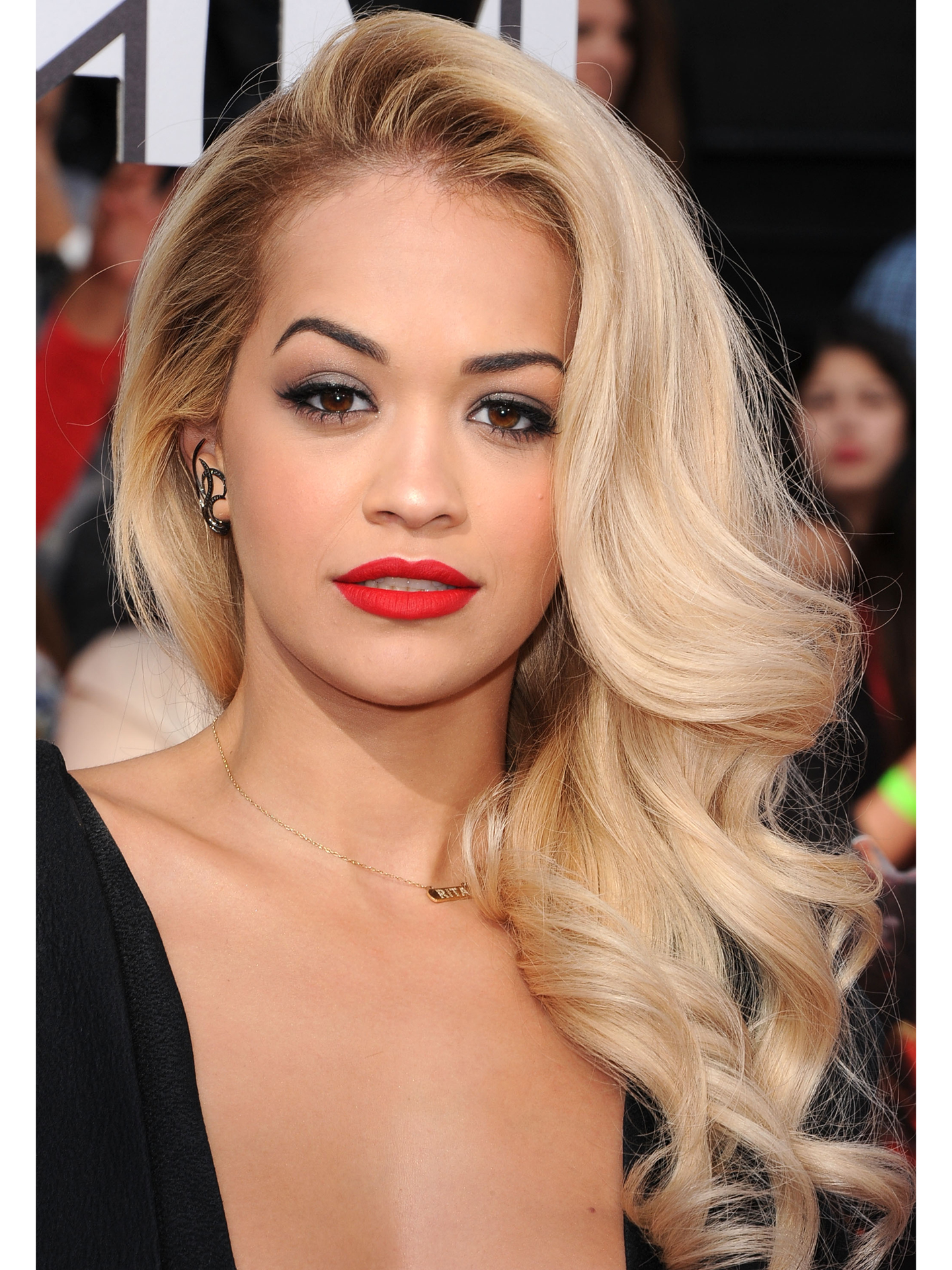 Awesome 11 Side Swept Hairstyles Celebrity Side Hairstyle Inspiration Short Hairstyles For Black Women Fulllsitofus