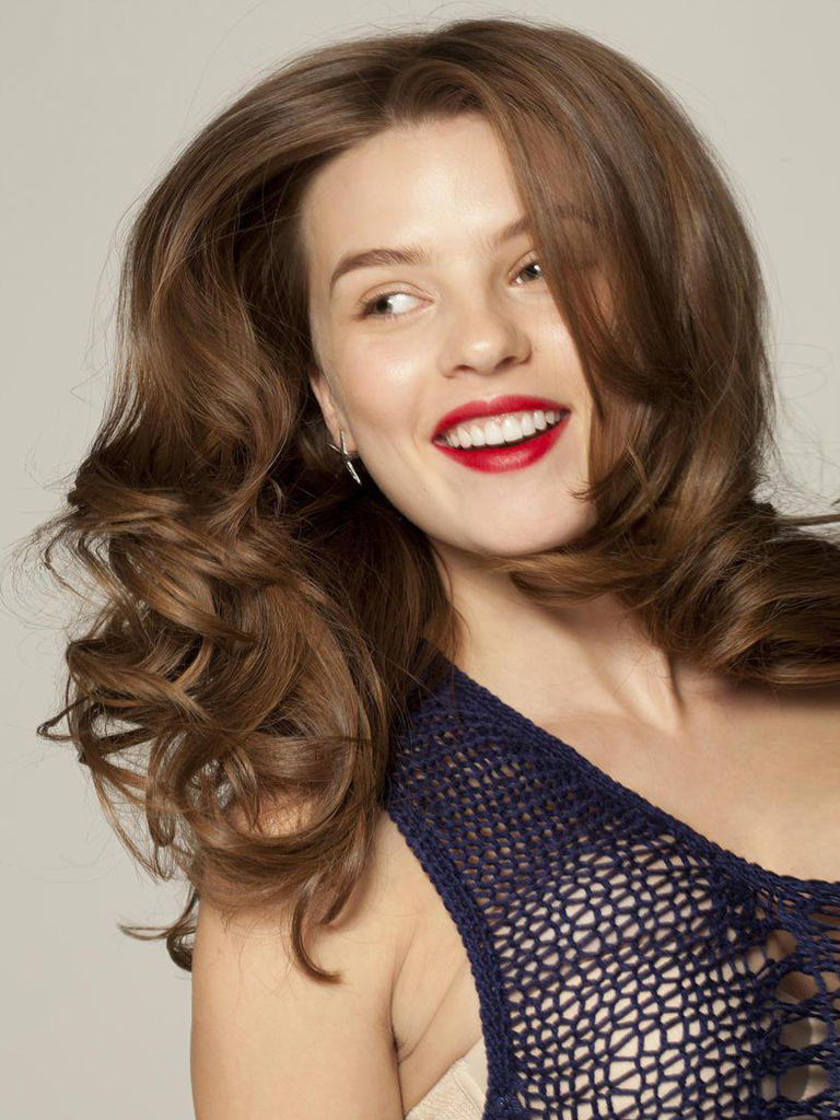 8609d3dd665 5 Cute Flat Iron Hairstyle Ideas - How To Style Hair With .
