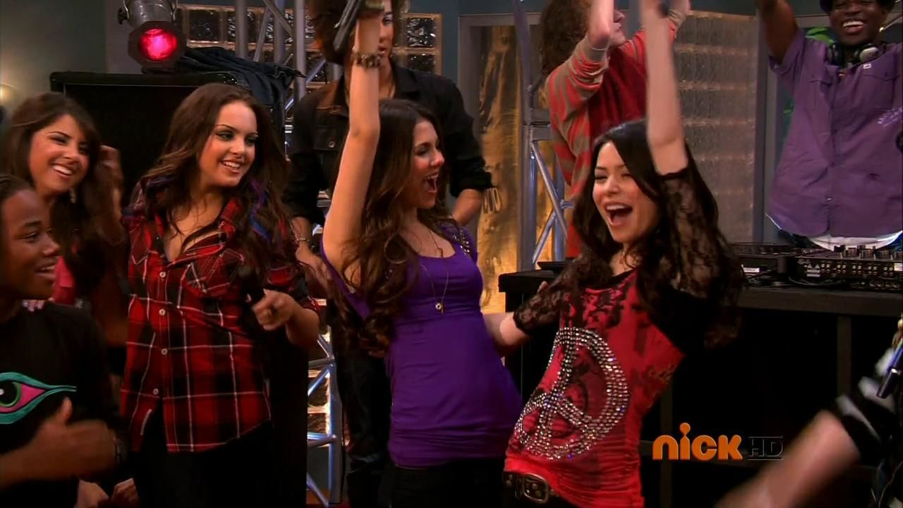 "Rejoice! ""iCarly"" & ""Victorious"" May Be Returning To TV!"