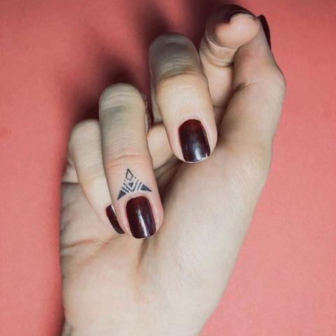 Этот графический дизайн треугольник элегантные и шикарные.