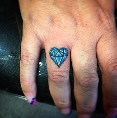 Этот бриллиант сердце так красиво.