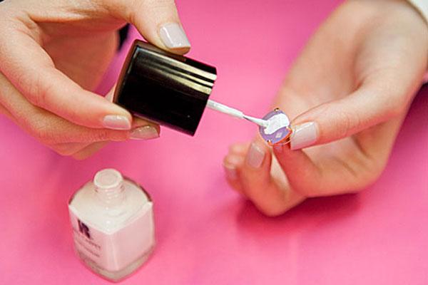 10 cosas geniales para hacer con un esmalte de uñas - Imagen 3
